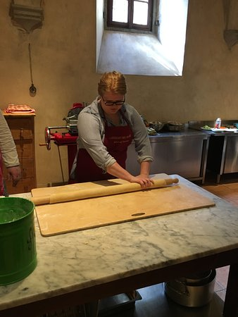 Santa Brigida, Włochy: Hand rolling pasta dough the traditional way