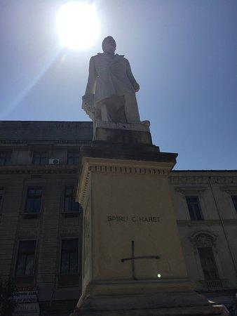 Statuia lui Spiru Haret din București
