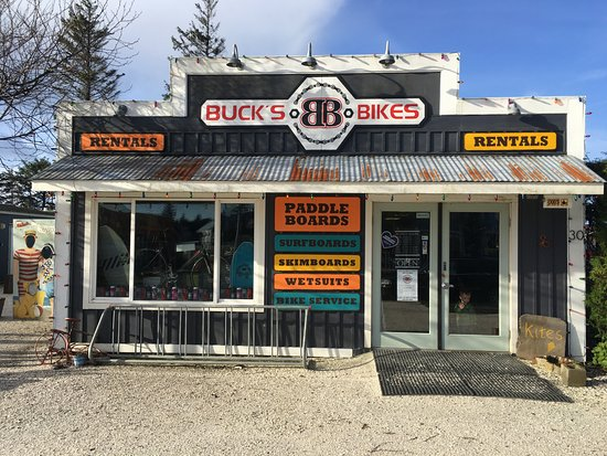 Pacific Beach, WA: The front of Buck's Bikes bike shop In Seabrook, WA.