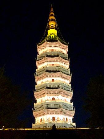 Yingjiang Temple: tower