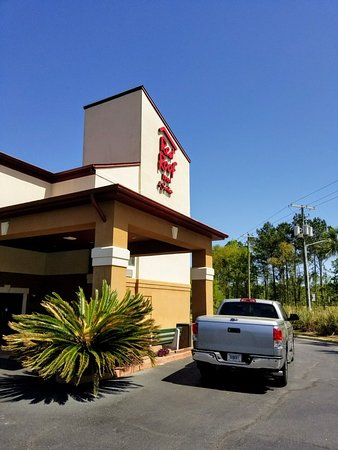 Red Roof Inn & Suites Savannah: Indoor & Outdoor View