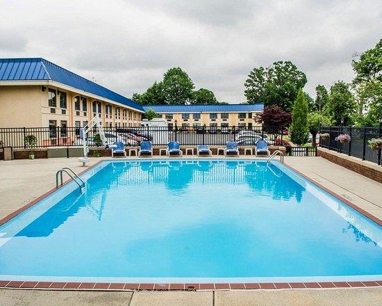 Quality Inn Riverfront: Pool