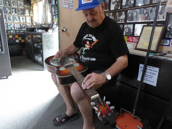 Granity, New Zealand: Barry Skinner, owner of the Hector Country Music Museum loves to play a tune or two