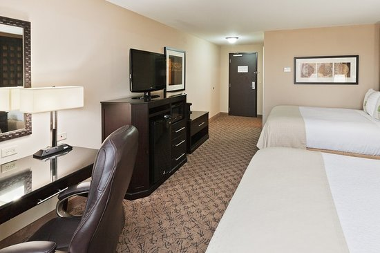 Holiday Inn Hotel & Suites Tulsa South: Guest room