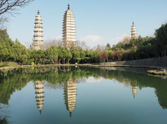 Three Pagodas reflection Park: Beautiful reflection of the 3-Pagodas