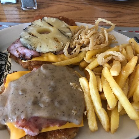 Malelane, Sudáfrica: Duo chicken schnitzel very good and recommended