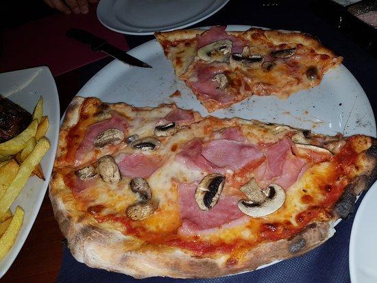 Sant Climent de Llobregat, Spanien: Pizza de jamón dulce y champiñones frescos