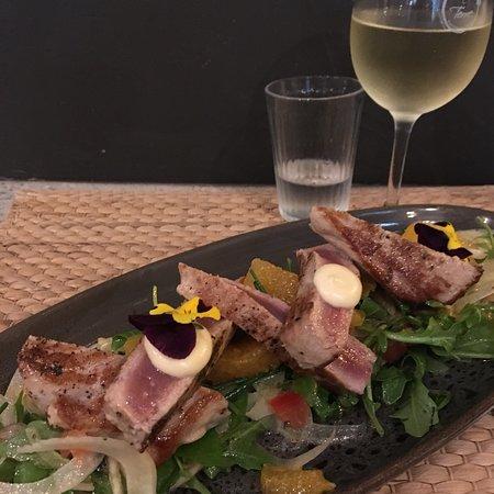 Sunshine Beach, Australia: Beautiful prepared tuna with fennel orange & little pieces of tomato
