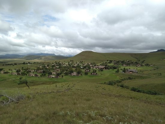 Alpine Heath Resort: View from the summit of the Cascades trail