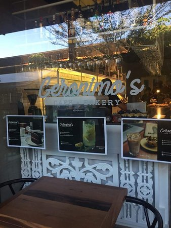 Geronimo's Cafe & Bakery: the set up of the restaurant is really nice - it is a Cafe + Bakery