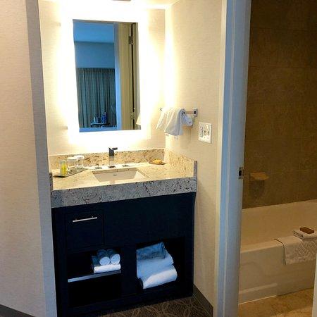DoubleTree by Hilton Hotel Cedar Rapids Convention Complex: photo2.jpg