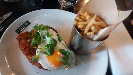 Browns Brasserie & Bar: Chicken schnitzel