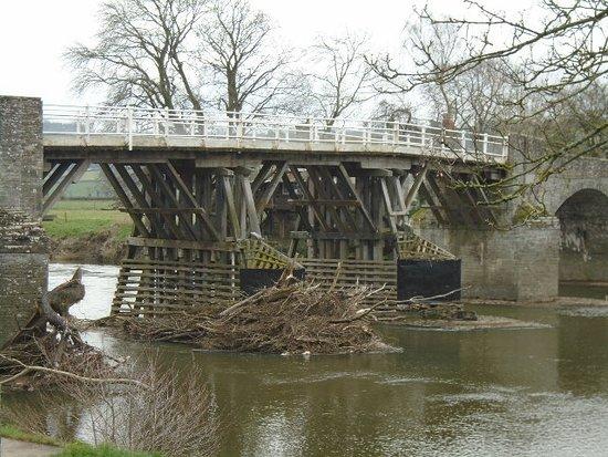 Whitney-on-Wye, UK: Whitney Bridge with rivier detritus