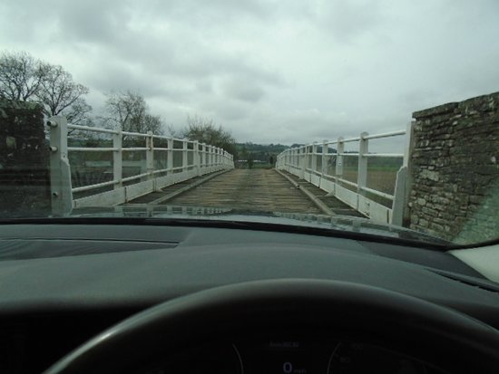 Whitney-on-Wye, UK: Just about to drive over a wooden bridge!