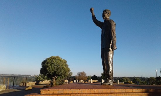 Naval Hill: Madiba looking out over the town!