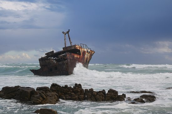 L'Agulhas, South Africa: Definitely check out the shipwreck!
