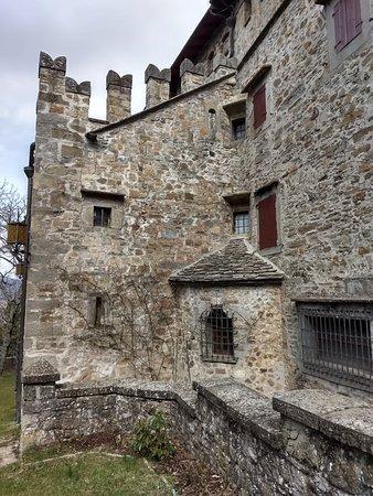 Castello Manservisi : Particolare sul lato