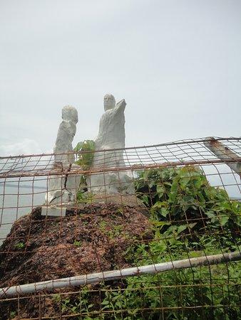 Dona Paula Beach and Viewpoint: Statue
