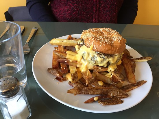 Wyoming, OH: Char Burger and Fries