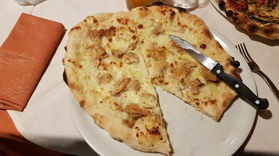 Poggio Moiano, Italia: Pizza con Porcini