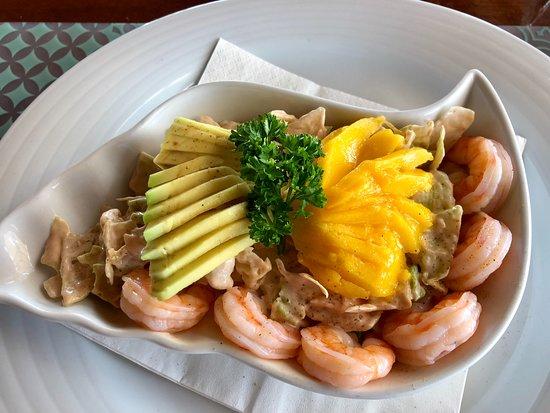 Mar d'Fora: Prawn cocktail with mango and avocado