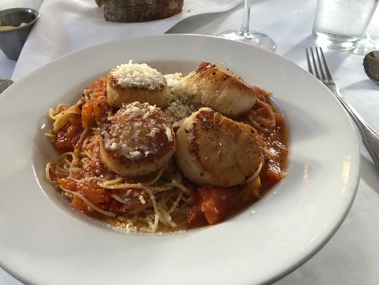 Edward's Fine Food & Wine: Our Server's suggestion!