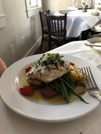 Edward's Fine Food & Wine: Catch of the day, excellent presentations too!