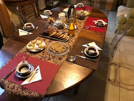 B&B Monte Oliveto: Every breakfast was a treat. Donatella's attention to detail was amazing.