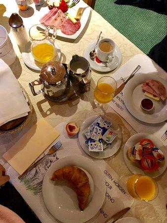 Gruningen, Switzerland: Hervorragendes Frühstück