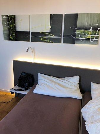 Gruningen, Switzerland: Bett, etwas sehr weich