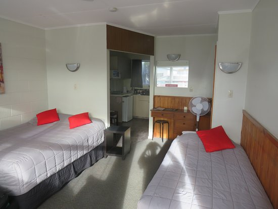 Kauri Lodge Motel: view of room