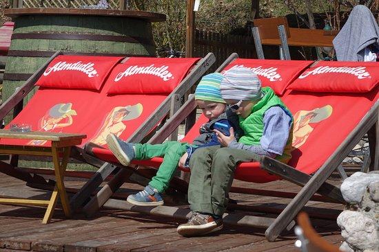 Landgasthof Ploeschenberg: Sonnenstühle für die Sonnenanbeter