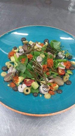 Konoba Toranj: Salata gambori, inčuni, avokado