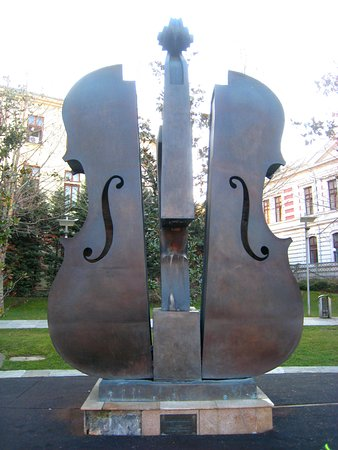 Broken Violin Fountain