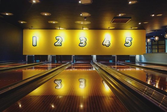 Bowling House - Restaurant & Bar: The lanes