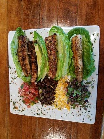Rhinelander, WI: Mani lettuce wraps