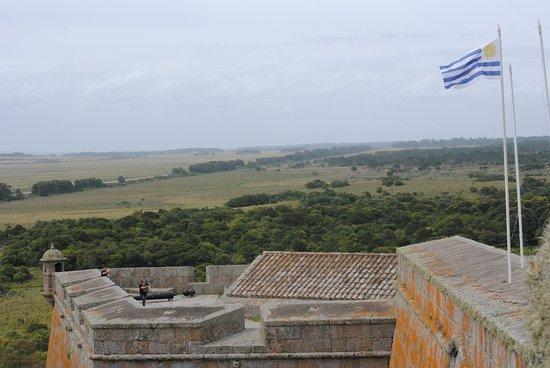 Fortaleza Santa Teresa: El símbolo nacional ondea a la entrada