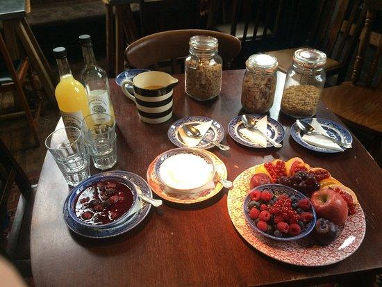 Malpas, UK: Breakfast...starters!