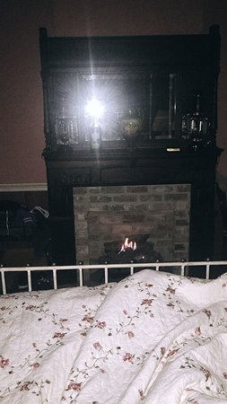 Crystal Springs, MS : Enjoying the fireplace early morning