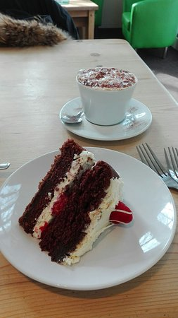 Coltishall, UK: This chocolate cake was just perfect