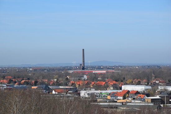 Bitterfeld, Almanya: Der Petersberg bei Halle vom Bitterlfelder Bogen aus