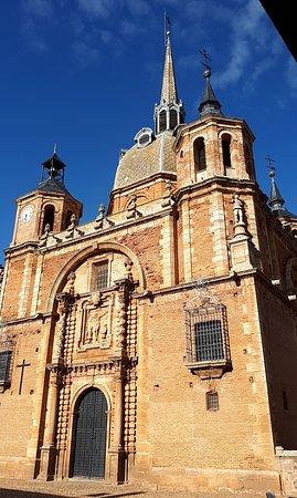 Hospederia Santa Elena: Plaza Porticada,Iglesia y Hospedería de San Carlos del Valle.