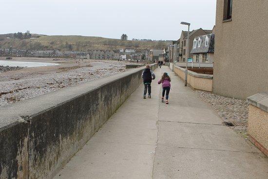Stonehaven Beach: promenade