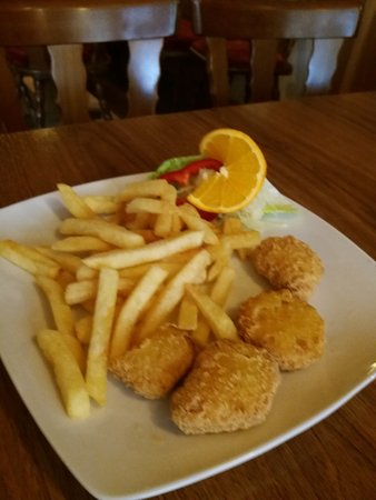 Penig, Alemania: Pommes mit Nuggets