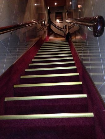 Hotel Nadia: The view of the staircase from the entrance!