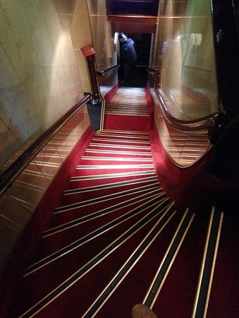 Hotel Nadia: The staircase from the top, near registration!