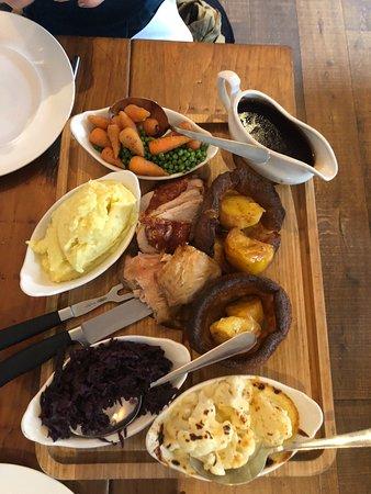 Tideswell, UK: Sunday roast for 2
