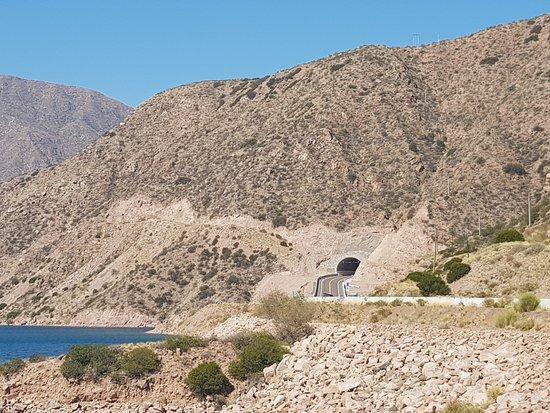Potrerillos Dam : Vista del túnel nuevo, desde Potrerillos