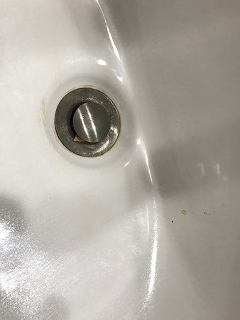 Monteagle, TN: Sink drain had debris of some kind clogging it up. Plus stains that were cleanable.