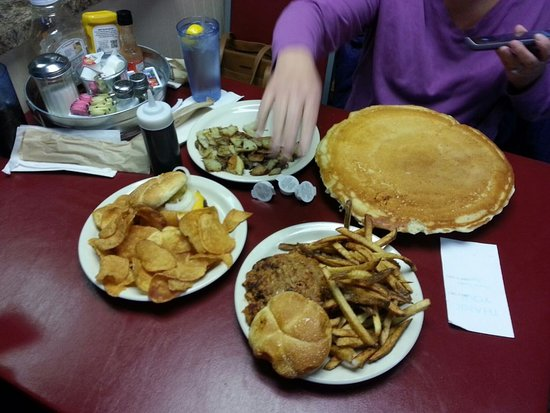 Peoria, IL: Hubcap pancake and Am Fries, BBQ and fries, Cheeseburger and homemade chips